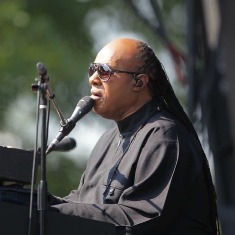 Stevie Wonder and James Corden sing 'Superstition' together