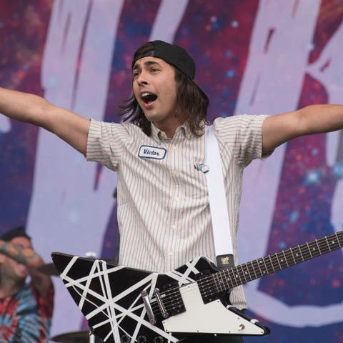 Pierce the veil charge ridiculous amount to meet them on tour gigwise m4hsunfo